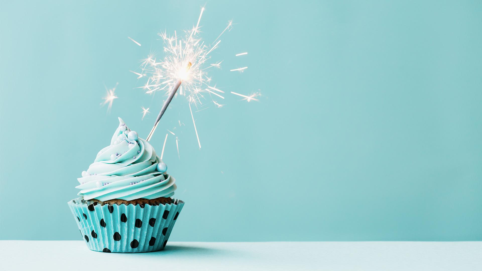 Подруге, фон тортика открытка с днем рождения